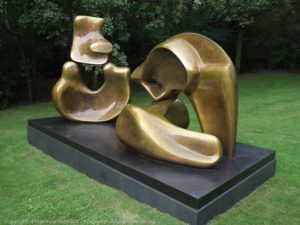 Large Four Piece Reclining Figure (Henry Moore), Beeldentuin Cli